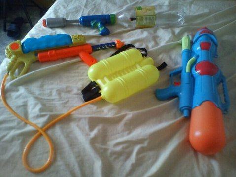 Las armas descansan antes de la batalla