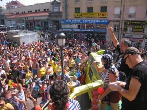 Imagen del inicio del pregón antes del pasacalles festivo y liberador