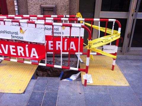 imagen, tomada la semana pasada, de un corte en la calle  por obras de mejora de GasNatural Fenosa