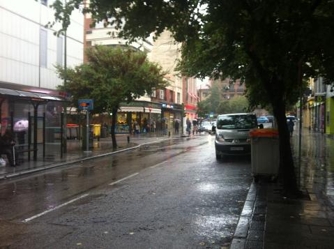 Intensa lluvia en a la avenida de Monte Iguedo en otoño