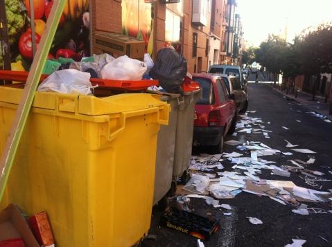 Ya se empieza a acumular las basuras por la huelga de barrenderos