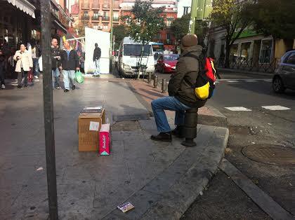 el furtivo vendedor de libros en la calle
