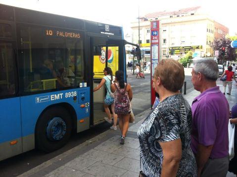 La EMT ha trasladado la parada de autobús a la esquina casi del bulevar