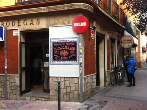 Exterior del bar Frutos en Monte Igueldo con nuevo cartel