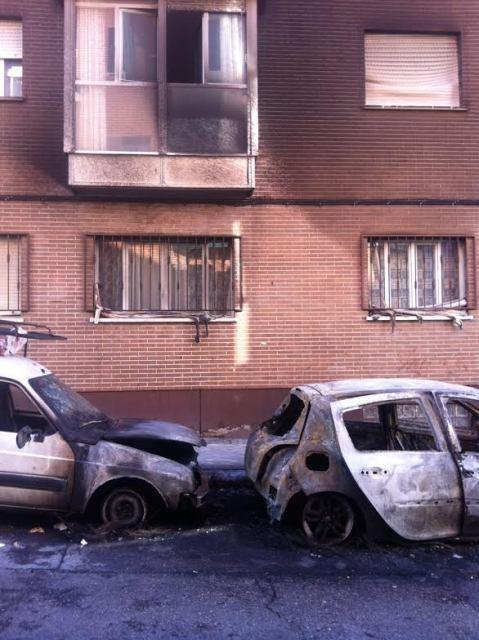 exterior de vivienda afectada por la quema de vehículos