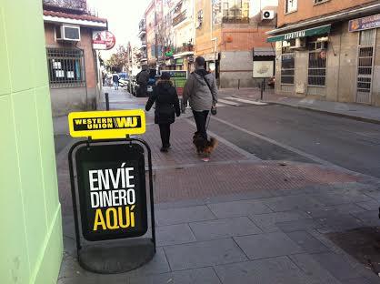 Las sucursales de envío de dinero también se apuntan al cartel móvil