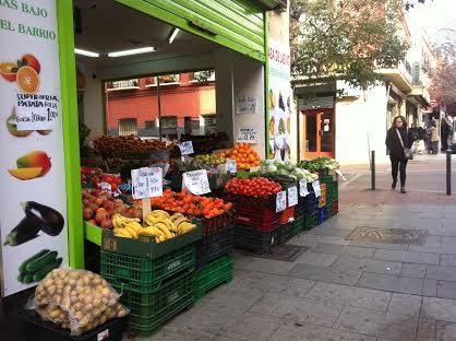ocupando espacio público con frutas