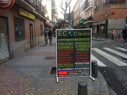 cartel móvil de la empresa de limpieza EC Clean