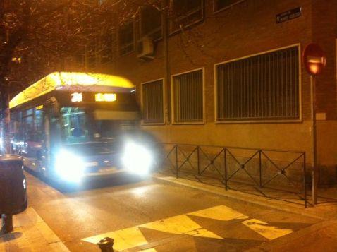 Autobús nº24 pasando de noche por Monte Igueldo