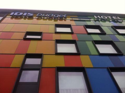 Hotel vallecano y colorista